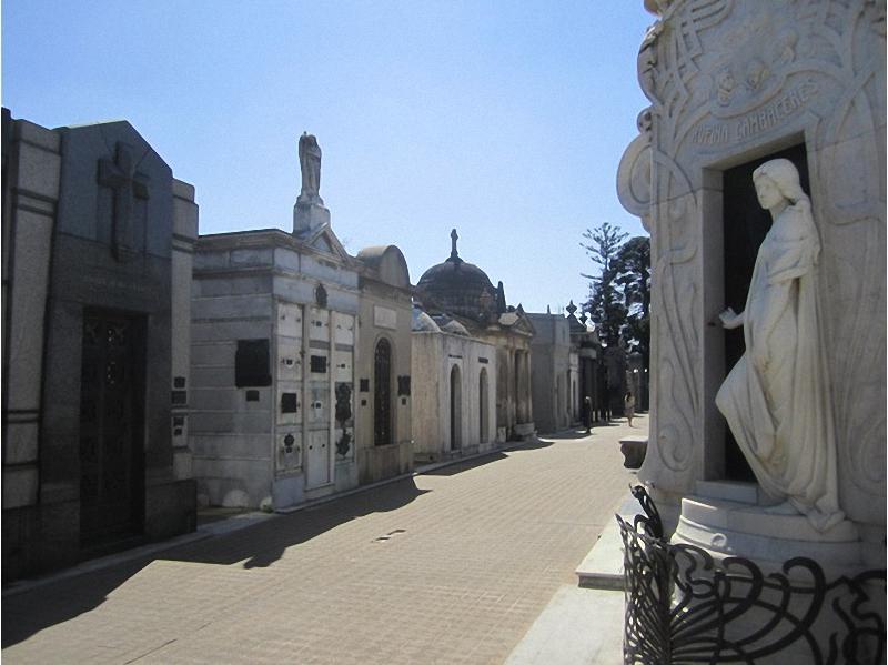 Необычные экскурсии по кладбищам (23)