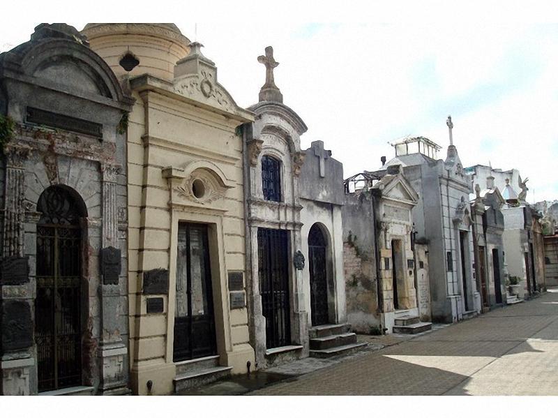 Необычные экскурсии по кладбищам (21)