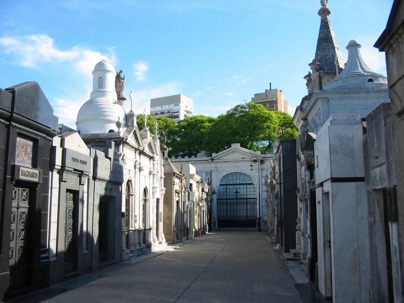 Необычные экскурсии по кладбищам (34)