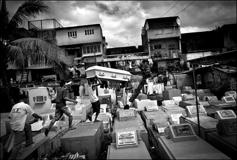 Город-кладбище в Маниле (6)